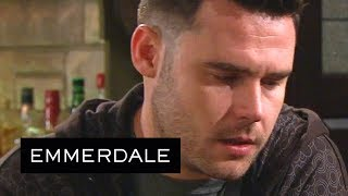 Emmerdale - Aaron Can't Handle Seeing Robert With His Son