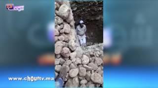 مؤلم .. شوفو الحكرة: سويسري وزوجته المغربية يرميان عاملا بحفرة للصرف الصحي