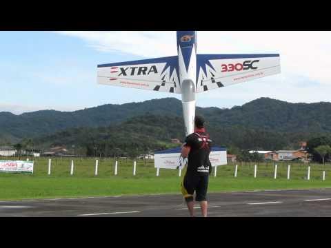 Adriano lopes dando um Show de acrobácias na 27° Fesbraer