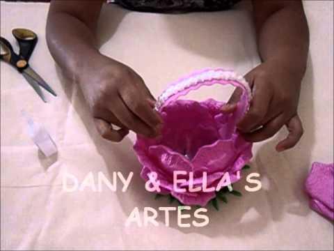 cestinha de garrafa pet com pétalas de rosa em eva