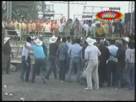 SONES CON BANDA PLEITO EN EL JARIPEO