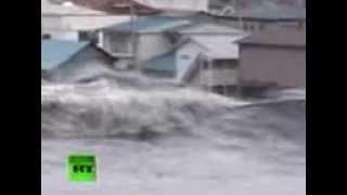 HD video- Tsunami wave spills over seawall, smashes boats, cars -.3gp