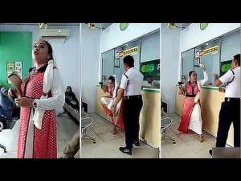 Tidak Patut Untuk di Tiru!!! Ibu ini Mengamuk di Pegadaian dan Pukuli Satpam dengan Sandal..!!