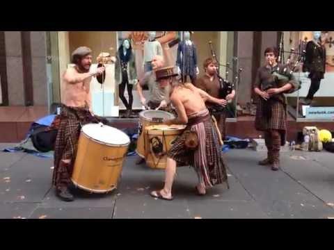 Awesome Scottish street music Clanadonia