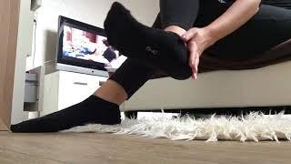 Goddess Tiffany In Black Puma Socken Füße