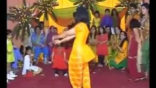 Pakiatani Girl Dance On cRazy kiya re.mp4
