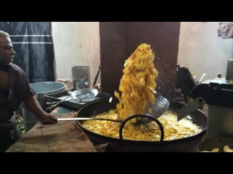 Indian Street Food - Man Vs Machine - Masters in Chips Making - Nendran Chips