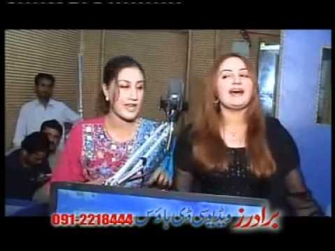 Za Pekhawary Yem Ta Swatai   Musarat Momand Feat  Urooj Momand pashato nice new song 2011   YouTube