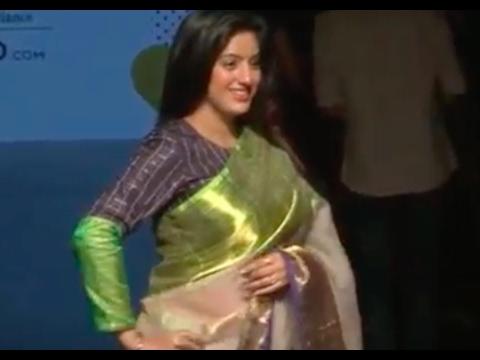 Deepika Singh shows off BABY BUMP at Lakme Fashion Week 2017