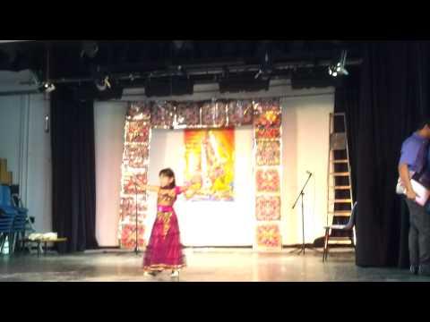 Bollywood Dance on Desi Girl by Aashvi (5 year old)