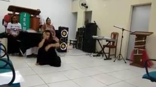 Mariana Souza dançando pra Jesus.