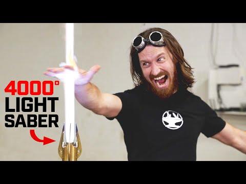 4000° LIGHTSABER vs HAND