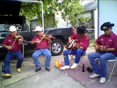 Raul Orduna y los trovadores en casa de reveriano y su familia en dallas.