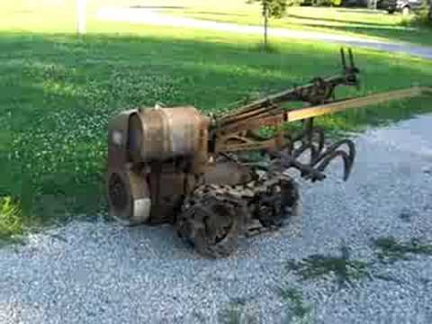 Vaughan Flex Tred Antique Garden Tractor