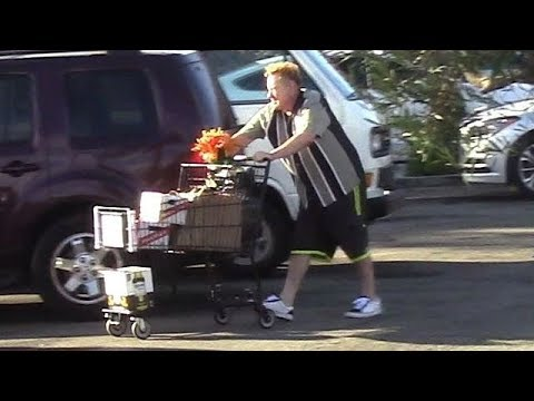 Aging Punker Johnny Rotten Makes A Grocery Run In Malibu