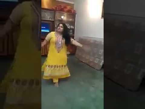 Fat Aunty rocking in wild dance