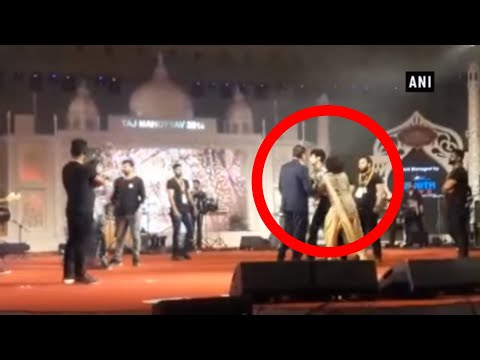 Singer Palak Muchhal, brother Palash Muchhal create ruckus on-stage in Agra