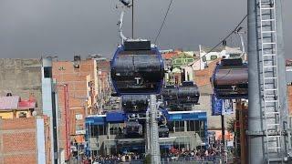 Bolivia inaugura en la ciudad de El Alto la línea de teleférico de mayor longitud