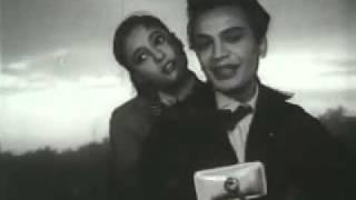 Uttam Kumar _ Suchitra Sen on Saptapadi - Ei Path Jodi Na Shesh Hoi - YouTube.mp4