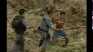 Menor Brigando com policiais
