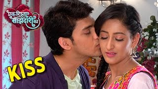 Aww!! Aryan Kiss Sanchi | Ek Rishta Saajhedari Ka