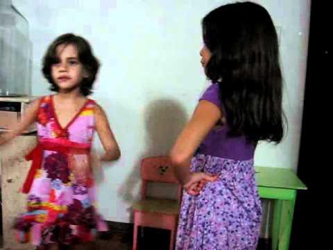 Crianças dançando Vou não Quero não posso não minha mulher não deixa .wmv