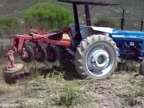 ford 6600 plowing barbechando solo.