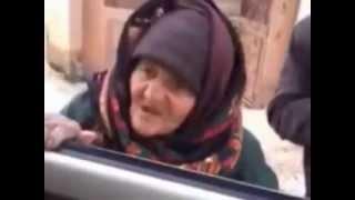 عجوز سورية تنصح داعشيين بالرجوع الى الله وتصفهم بالحمير