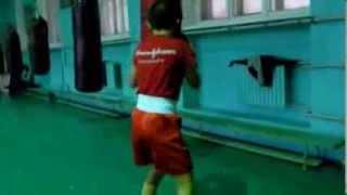 Бокс, тренировка, произвольная работа на мешке
