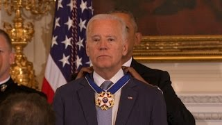 Obama awards Biden Presidential Medal of Freedom