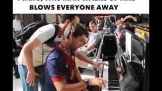 Permainan Piano Dua Orang Tak Saling Kenal SPEKTAKULER