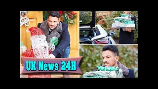Peter andre staggers into his house carrying piles of presents  UK News 24H