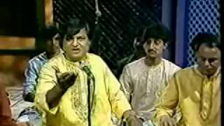 Jhoom barabar, the all time hit Aziz Naza live at Canada, very rare video