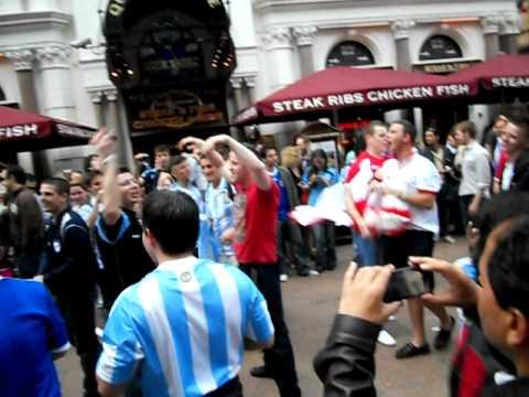 Argentinos Vs. Ingleses en Londres despues de un Partido del Mundial Virtual Data Room