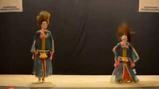 ماريا المغربية ترقص مع والدتها الاوكرانية