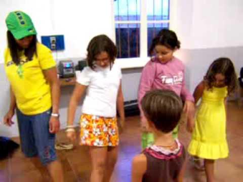As crianças dançando créu.mov