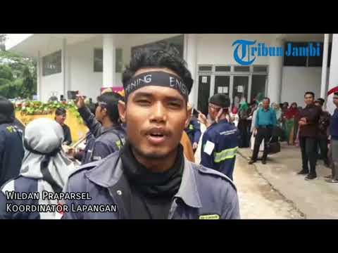 Xxx Mp4 Sambut Wisudawan Perdananya Fakultas Di Unja Ini Lakukan Penyambutan Unik Ala Supporter Bola 3gp Sex