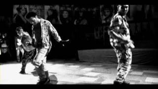 AKSがレスリー・キー写真展「SUPER 流行通信」にてダンスパフォーマンス!