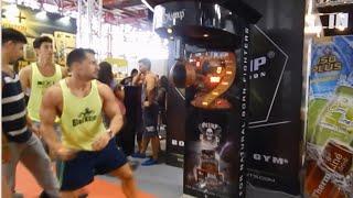Pique en la maquina de puñetazos en el Arnold classic 2014