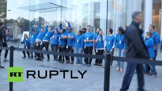 USA: See the craziness outside of NYC Apple store as iPhone 6 released