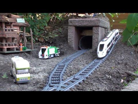 Lego Zug 60051 im Garten