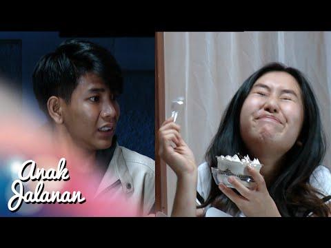 Melly di kasih cake sama Iyan so sweet [Anak Jalanan] [17 Nov 2015]