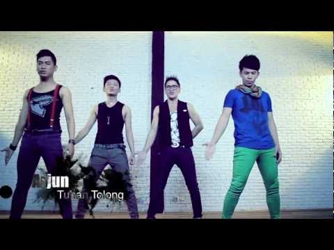 Arjun - TUHAN TOLONG  (Interview + Music Video)