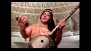 Old Hindi Movie Bhajan 'Govind Bolo Hari Gopal Bolo' with English translations.wmv