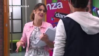 Violetta 2 - Violetta se tropieza y León la agarra (02x48-49)