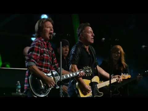 Bruce Springsteen w. John Fogerty - Fortunate Son - Madison Square Garden, NYC - 20091029&30