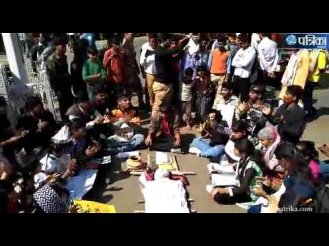 Exclusive Video Of  People Protest rights in harda after suicide of molested victims