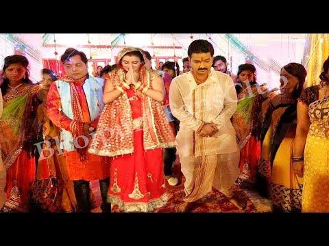 Xxx Mp4 पवन अक्षरा ने कर लिया शादी देखिये वीडियो Pawan Singh And Akshara Singh Marriage Bhojpuri News 3gp Sex
