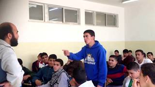 مدرس يضرب الطالب على وجهه فيقول له قصيدة تجعله يبوس رأسه