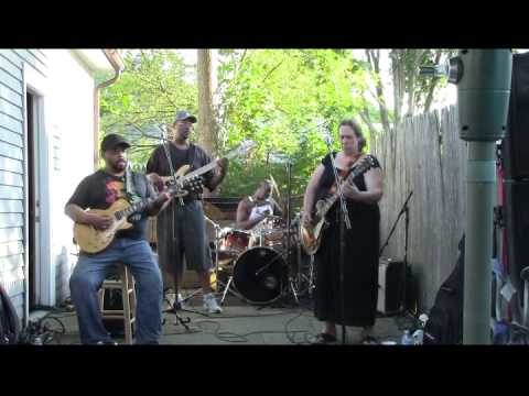 Unbelievable  Version of Walkin' Blues Joanna Connor Band @ Carty BBQ in Norwood Video Clip